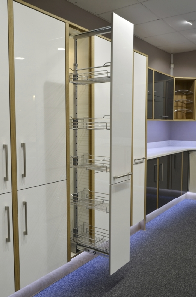Soft close pull out larder unit
